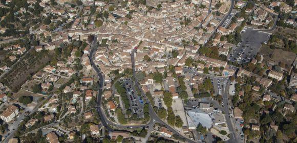 France, Alpes-de-Haute-Provence (04), Gréoux-les-Bains (vue aérienne)